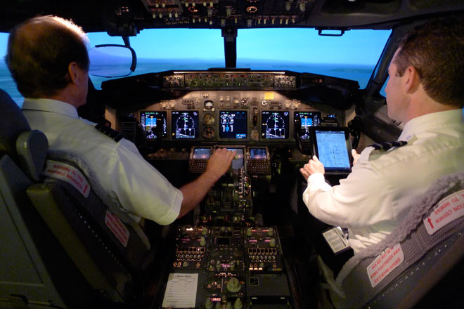 Alaska Airlines Cockpit - Pilot Course