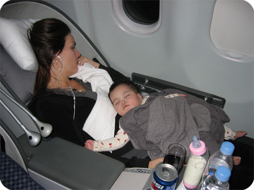 Tips Bayi Nyaman dalam Penerbangan