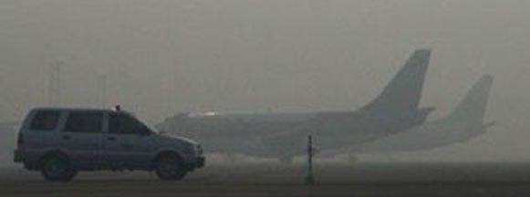 Kabut Asap Ganggu Penerbangan Bandara Syamsudin Noor Banjarmasin
