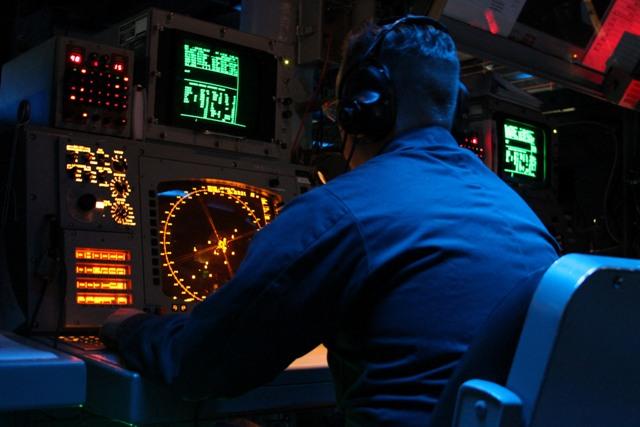 ATS mengontrol pesawat dengan radar