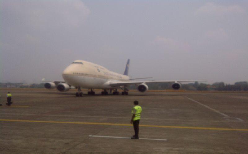Jamaah Haji Kloter Pertama Jawa Barat Mendarat di Bandara Halim Perdanakusuma