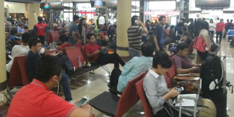 Tips Menunggu Pesawat Delay